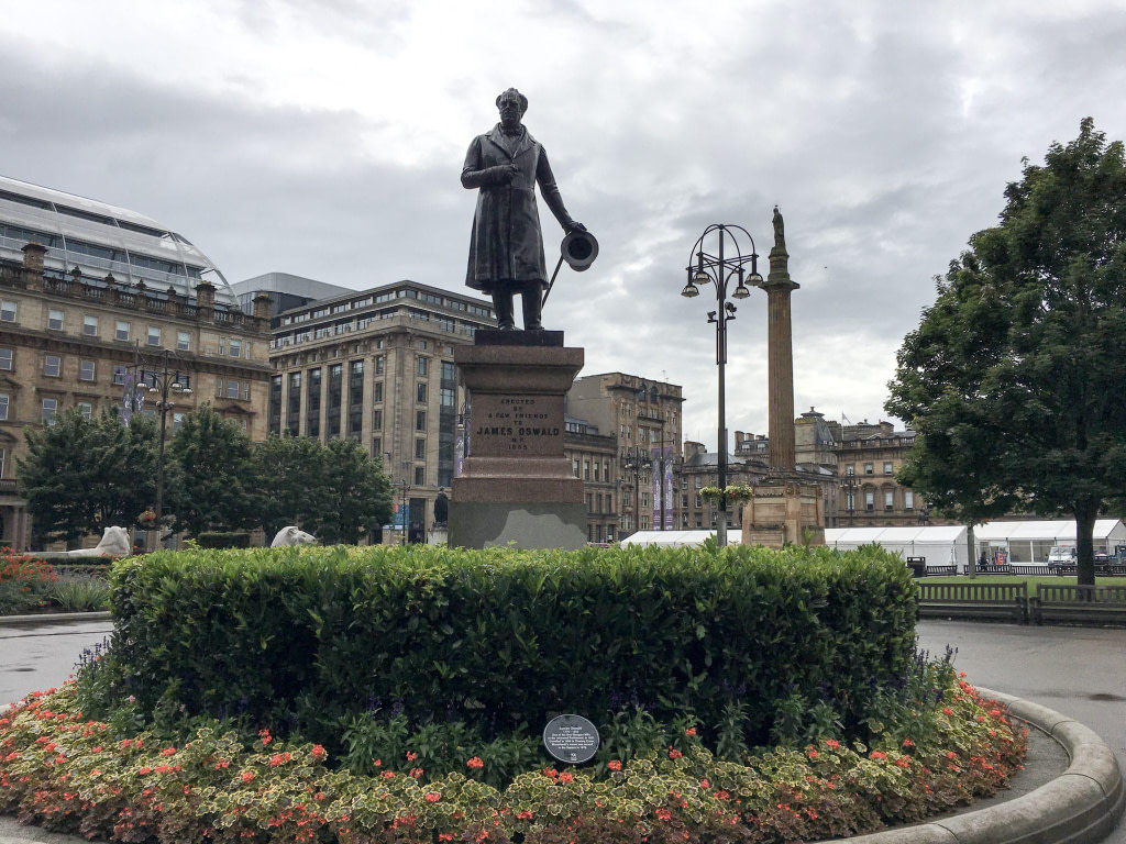 George Oswald statue glasgow walking tour