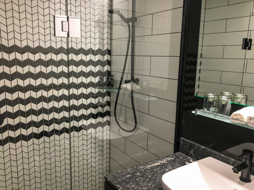 Bathroom in hotel room at Rydges Wellington Airport