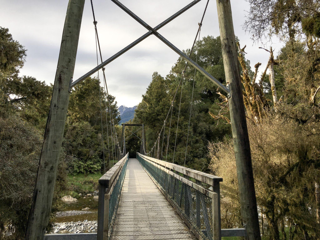 lake matheson swing bridge