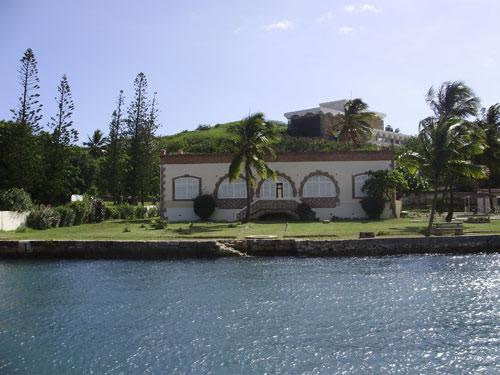 CREIPAC New Caledonia building by the water for learning french in new caledonia