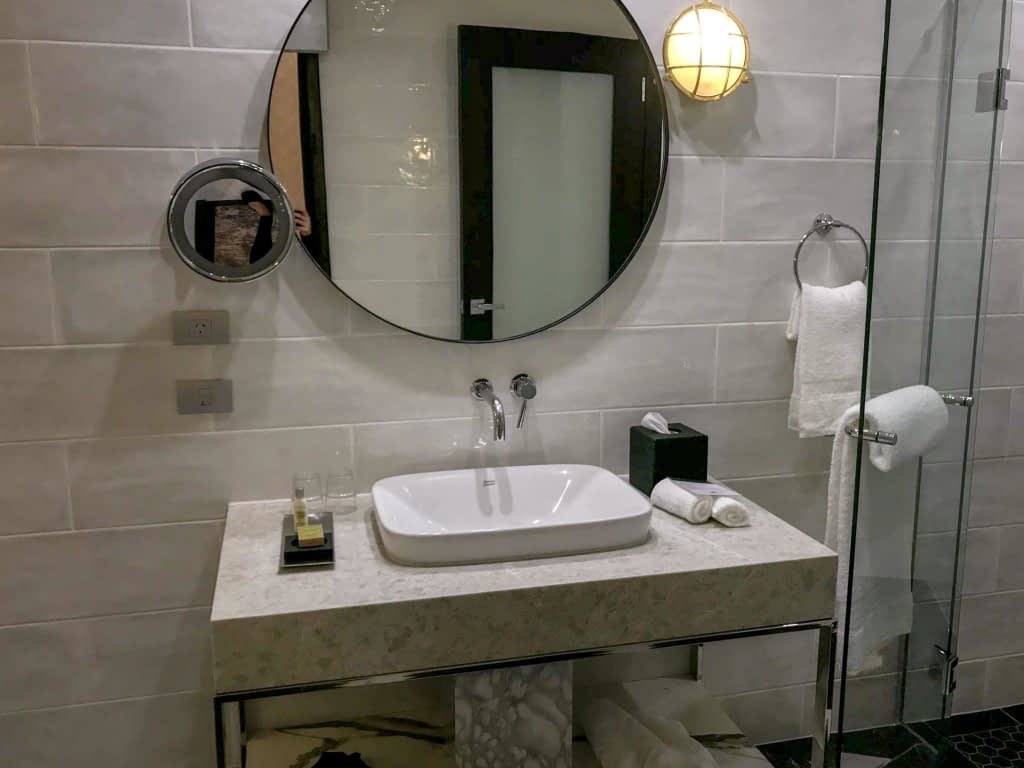 Bathroom Suite DoubleTree by Hilton Wellington